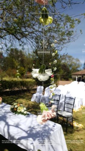 arreglo altar mesa pastor sillas novios cortina petalos