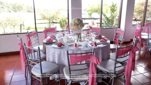 mantel base blanco camino yute servilleta fajon rosado tiffany plata (1)