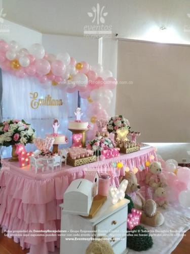 mesa de postres peluches rosada (5)