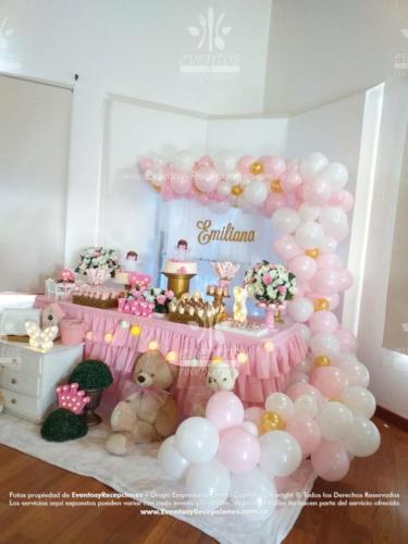 mesa de postres peluches rosada (8)
