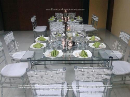 mobiliario mesa en cristal silla tiffany