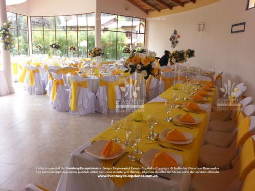 mobiliario mesa imperial tapa amarilla servilleta fajon boda