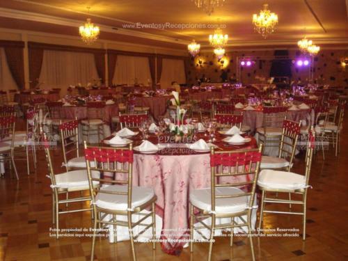 mobiliario mesa redonda sillas tiffany doradas
