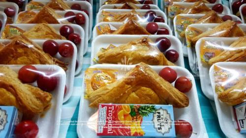 Refigerios empacados Pastel Pollo Jugo caja Fruta Golosina  (4)